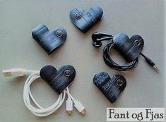 Hjerte laget av gamle sykkelslanger, som hjelper deg å holde orden på ladere og øreplugger. Headphones, Electronics, Headpieces, Ear Phones, Consumer Electronics