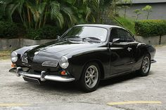 I've always liked the style of the Karman Ghia. But the lack of power and the pathetic suspension design keep me from seriously considering one. Volkswagen Karmann Ghia, Vw Vintage, Vintage Style, Bugatti, Lamborghini, Suspension Design, Vw Cars, Transporter, Car Engine