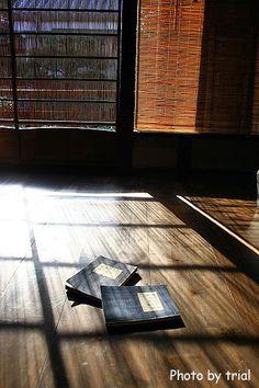 """日本家屋が、どの様にして外光を取り入れるか、というのをあの谷崎潤一郎氏が""""陰影礼賛""""という作品の中で書かれており。現代人の私達には、想像もできない採光法で..."""