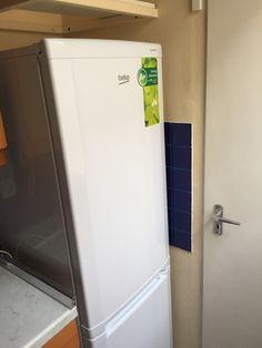 A hűtő a helyén