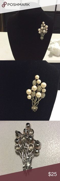 """Vintage RARE Balloon Pearl/Rhinestone Brooch This Vintage Balloon Pearl Brooch is very rare. It has all its faux pearls and Rhinestone. It measures: 1.5"""" x 2.5"""". Jewelry Brooches"""