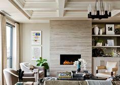 Kominek w salonie w obudowie kamiennej, fot.: Terrat Elms Interior Design