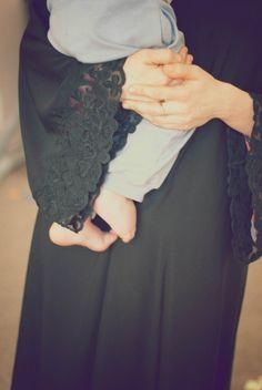 جميلة باللون الأسود