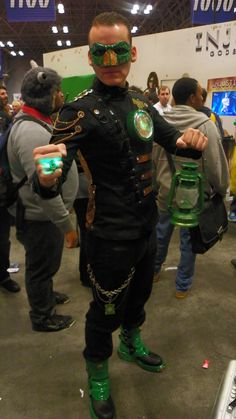 Steampunk Green Lantern. View more EPIC cosplay at http://pinterest.com/SuburbanFandom/cosplay/...