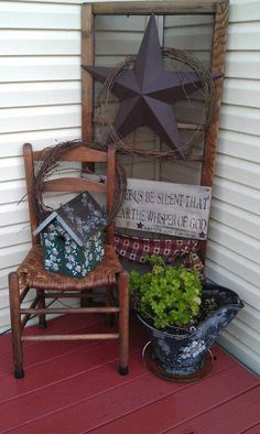 #countryhomedecor Summer Front Porches, Summer Porch, Primitive Homes, Primitive Bedroom, Primitive Antiques, Primitive Country, Primitive Stars, Primitive Kitchen, Country Star Decor