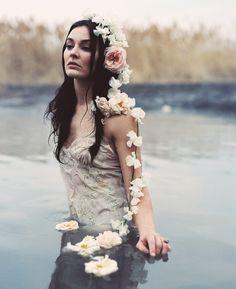 | retrato | retratos femininos | ensaio feminino | ensaio externo | fotografia | ensaio fotográfico | fotógrafa | mulher | book | girl | senior | shooting | photography | photo | photograph | nature | water | flowers | flores | lago | lake