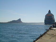 Isla de Chivos sobre el canal de navegación, al sur de Mazatlán // Chivos Island on navigation canal, south of Mazatlán