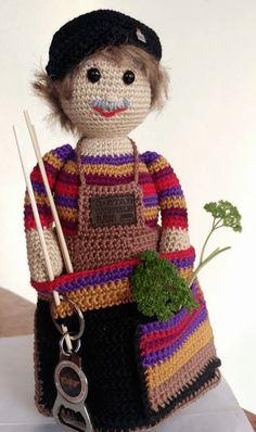 De Haak Hulp Oma (met gratis NL haakpatroon) 136 leuke haakoma's!   Haken haakpatroon gratis-haakpatronen   Gratis leuke haakpatronen   poppetje oma omaatje-haakoma-haakhulp Crochet Gifts, Crochet Dolls, Crochet Yarn, Bird Patterns, Doll Patterns, Knitting Projects, Crochet Projects, Granny Dolls, Crochet Organizer