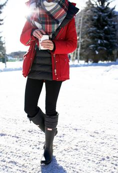 Fashion hunter boots outfit, snow boots outfit, b. Snow Boots Outfit, Snow Day Outfit, Hunter Boots Outfit, Hunter Wellies, Fall Winter Outfits, Winter Wear, Autumn Winter Fashion, Outfits For The Snow, Ag Jeans