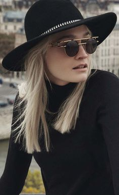 The thrilling contrast in this model: the flat middle part flows into a metal double temple that speaks a totally different design language. Retro vintage Sunglasses Cazal 958 https://lenshop.eu/manufacturers/10309-cazal/sunglasses