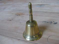 Vintage Franse geel koperen  tafelbel, etensbel. door pollysonlyworld op Etsy