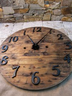 60 Creative Ways Of Recycling Old Wood esta si es una forma de dar la hora en grande .