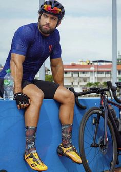 Cycling Wear, Cycling Outfit, Sexy Men, Sexy Guys, Mens Tights, Speed Bike, Bicycle Race, Men In Uniform, Athletic Men