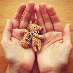 Брошка by Полосатые дольки #брошка #белка #белочка #желудь #лето #олень #милота #ручнаяработа #шарф #ламбадамаркет #полосатыедольки #долькивналичии #brooch #squirrel #acorn #deer #yellow #diy #lambadamarket 🐿