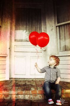 TEXAS PHOTOGRAPHER- Art Famine Photography- 2 year photo shoot with red balloons and red converse. Love the brick steps and old door.