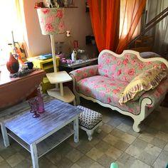 vintage pohovka ošetrená voskom, maľovaná kriedovými farbami a novým poťahom Lounge, Couch, Furniture, Home Decor, Chair, Airport Lounge, Drawing Rooms, Settee, Decoration Home