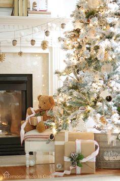 Rustic Christmas  tree. So simple, so pretty!