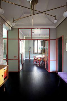 In Marcante-Testa (UdA)'s extraordinary apartment renovation of a apartment in Venice, art deco meets fabulous kitsch. Interior Exterior, Home Interior, Interior Architecture, Interior Livingroom, Apartment Entrance, Apartment Renovation, Flur Design, Home Design, Design Ideas