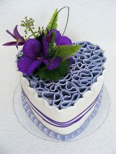I LOVE how the fondant extends up over the top of the cake and has the different-colored design in the middle!