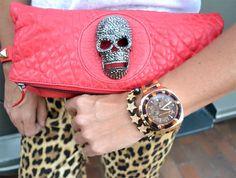 bolso de THOMAS WYLDE, reloj de MICHAEL KORS para FETICHE SUANCES .