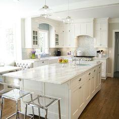 Weiß und Aqua Küche