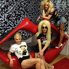 The Queens have arrived! We are thrilled to present a limited edition tee shirt collaboration with three of our favorite performance artists @courtneyact @theonlyalaska5000 and @noextrai!