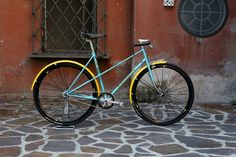 this is the coolest ladies bike i'v seen in a good while, beautiful 70's PEUGEOT