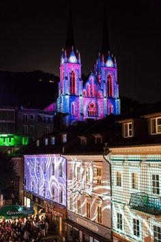 Einzigartiges Musik-, Licht und Straßenkunstfestival im Land Salzburg #Stadtzauber #Visuals #Strassenkunst #SanktJohann Salzburg, Cathedral, Mansions, House Styles, Building, Travel, City, Music, Mansion Houses
