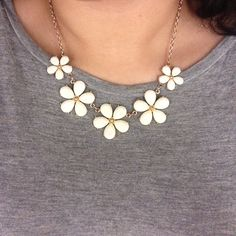 white flower statement necklace used about 3 times! looks new! super cute goes with almost anything!! Jewelry Necklaces