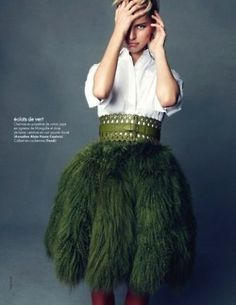 Leo shapes and Sag green. Poplin cotton skirt Mongolian lamb and wool, perforated leather studded belt ( Azzedine Alaia Haute Couture ) Fashion Mode, Gypsy Fashion, High Fashion, Womens Fashion, Mod Fashion, Fashion Night, Green Fashion, Couture Fashion, Azzedine Alaia