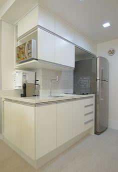 Compacta, mas bem resolvida. Veja: http://casadevalentina.com.br/projetos/detalhes/uma-morada-compacta,-mas-bem-resolvida-570  #decor #decoracao #interior #design #casa #home #house #idea #ideia #detalhes #details #modern #moderno #style #estilo #casadevalentina  #kitchen #cozinha