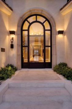 mediterranean style homes exterior Dream Home Design, My Dream Home, Home Interior Design, Exterior Design, Mediterranean Homes, Mediterranean Architecture, Dream House Exterior, House Entrance, Facade House