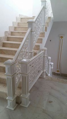 Trepte hol Iron Stair Railing, Staircase Railings, Banisters, Staircases, Interior Staircase, Staircase Remodel, Home Room Design, House Design, Stairs In Kitchen