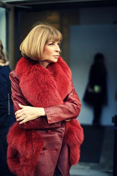 Anna in smashing hues of reds.  It totally befits her.  She always pulls off a fur.  Truly one of her signatures and with panache.  We have that in common.  #securityblankie
