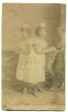1880s photo conjoined Twins Millie & Christine McCoy