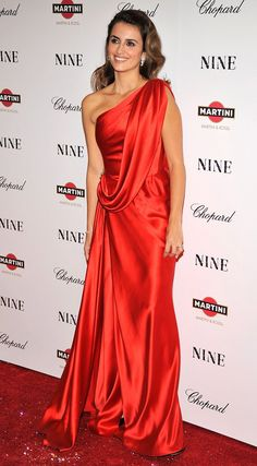 Loving the Colour! Penelope Cruz. WHAT: Vintage Chanel - WHERE: New York premiere of Nine, 2009