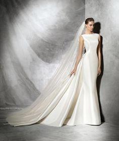 TRISA - Simple and original wedding dress | Pronovias