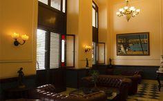 Enclavado frente a la extensa bahía de La Habana, el Hotel Armadores de Santander se levanta donde el pasado colonial de la ciudad se encuentra con el presente de esta y sus atracciones.