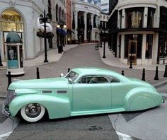 1940 Cadillac Sixty Two Coupe. This car is amazing and is a gorgeous color! Cars Vintage, Retro Cars, Antique Cars, Vintage Style, Hot Rods, Bmw I8, Toyota Prius, Us Cars, Car Car