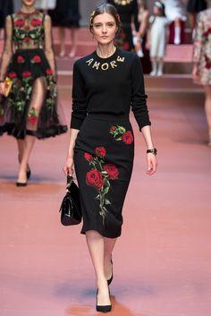 Dolce & Gabbana Fall 2015 Ready-to-Wear Collection Photos - Vogue Moda Fashion, High Fashion, Fashion Show, Fashion Looks, Womens Fashion, Fashion Design, Fashion Fashion, Fashion Editorials, Fashion Black