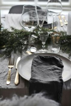 my scandinavian home: Understated (Yet Super Pretty) Christmas Decorations In a Swedish Home Christmas Table Settings, Christmas Decorations, Table Decorations, Thanksgiving Decorations, Christmas Interiors, Swedish House, Noel Christmas, Scandi Christmas, Fall Table