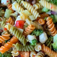 Tri Color Pasta Salad with Italian Dressing is an incredibly fresh homemade cold. Tri Color Pasta Salad with Italian Dressing is an incredibly fresh homemade cold pasta salad that m Italian Dressing Pasta Salad, Greek Salad Pasta, Soup And Salad, Italian Pasta Salads, Cold Pasta Salads, Spinach Salads, Best Pasta Salad, Taco Salads, Tri Color Pasta Salad