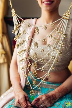 Indian Wedding Jewelry - Polki, Pearl and Gold Satlada with an Emerald Drop | WedMeGood | #wedmegood #satlada #indianjewelry #indianbride #indianwedding #pearl #polki