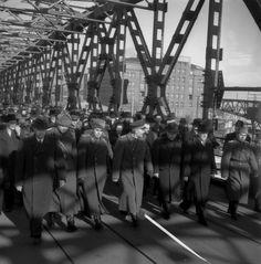 Znovuotvorenie legendy: Veľké porovnanie po 70 rokoch, FOTO Mosta Červenej armády vtedy a teraz – galéria   Topky.sk - Bleskovky Bratislava, Socialism, Concert, Times, Concerts