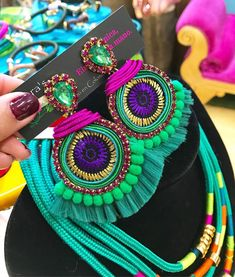FARAH 💚  #aretes #borlas #tassel #pompones #moda #zarcillos #aretesverdes #cristalesenresina #diseño #creatividad... Diy Earrings Dangle, Magnetic Earrings, Beaded Tassel Earrings, Soutache Jewelry, Diy Necklace, Statement Earrings, Handmade Beaded Jewelry, Beaded Jewelry Patterns, Fabric Jewelry