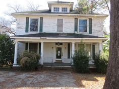 5 bedroom, 2 bathroom located in Greenwood, MS. This property offers spacious bedrooms, large kitchen and a fireplace in the living room. The interior will require some repairs and updating before …