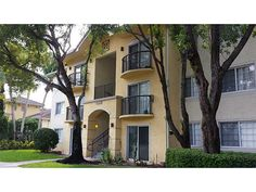 DISCOUNTED Deal! 4195 Haverhill Rd Unit #321 West Palm Beach, FL 33417 Asking Price: $64,900 Spacious 1 bedroom, 1 bathroom Great rental for investors, low maintenance newer building. High demand area close to shopping and access to highways. Year built 2000 893 sq ft Must sell. Great deal! see more properties at www.irgcorporation.com/properties