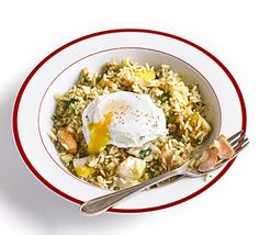 Kedgeree with poached egg. This curried fish and rice dish is suitable for brunch, breakfast or a main course at dinnertime. Replace traditional boiled eggs with poached Bbc Good Food Recipes, Egg Recipes, Fish Recipes, Seafood Recipes, Cooking Recipes, Healthy Recipes, Quick Recipes, Recipes Dinner, Dinner Ideas