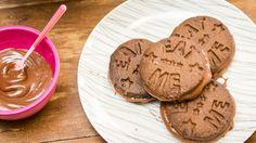 Receita rápida e deliciosa de biscoito de chocolate recheado de Nutella.