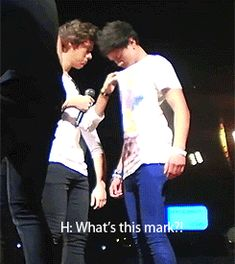 Harry totally calling Calum out on a hickey ;) {GIF}<<<<;p